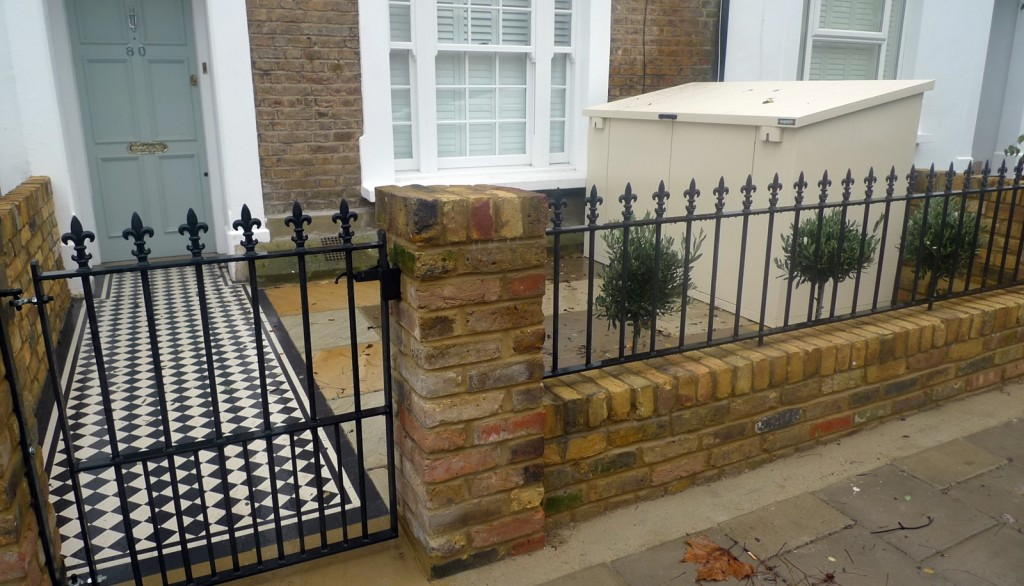 Wrought planting render brick garden wall rail London Fulham Chelsea