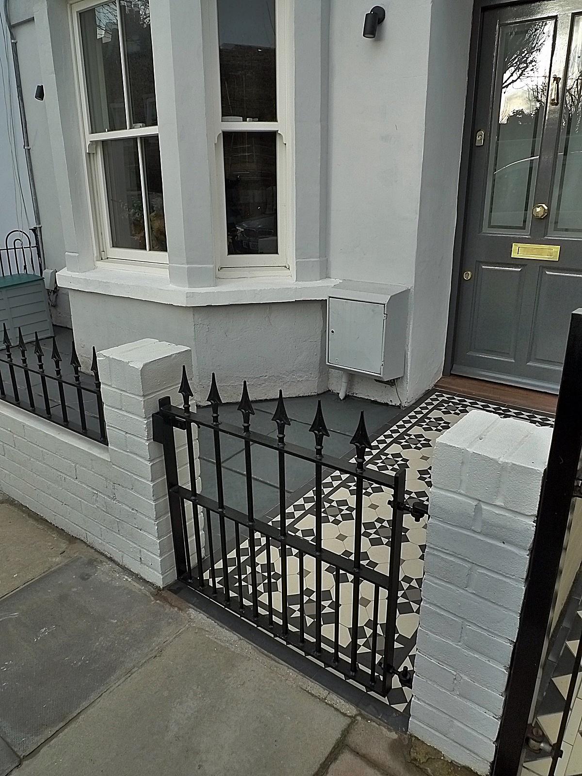 Iron Bespoke Metal Gate Rail Render Garden White Walls Painting