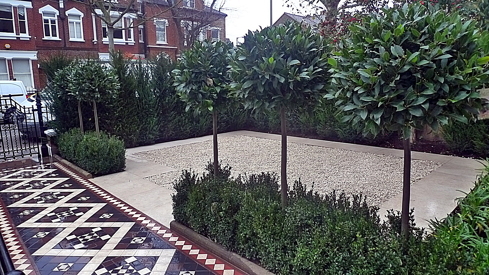 Modern front garden design victorian mosaic formal clapham for Front garden designs uk