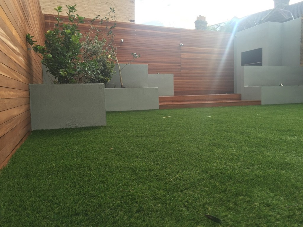 Privacy screen easi grass hardwood planting London Fulham Wandsworth