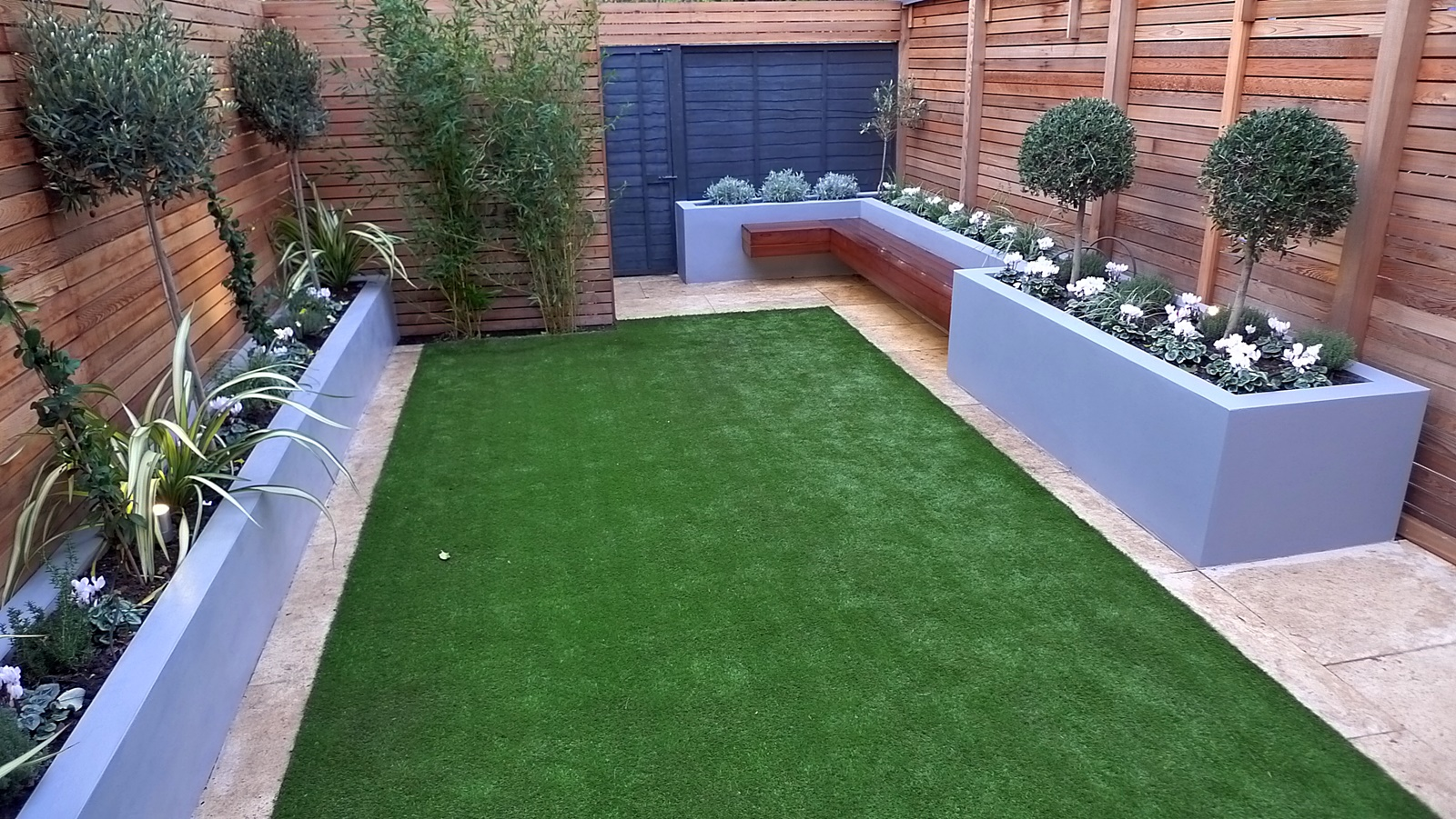 Modern garden photos garden design didsbury homify best for Images of garden designs