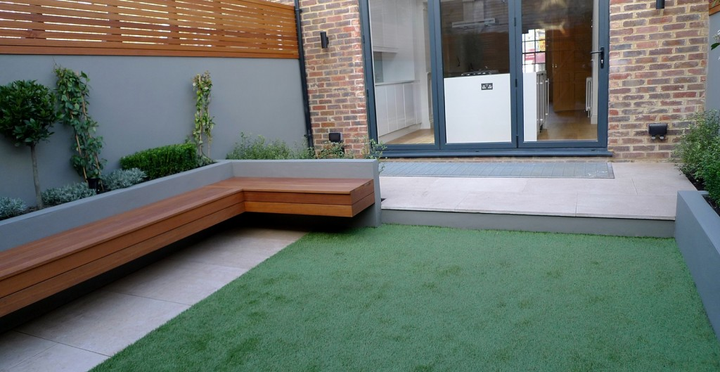 modern garden designer london artificial grass hardwood seat fireplace hardwood slatted cedar screen trellis chelsea fulham london