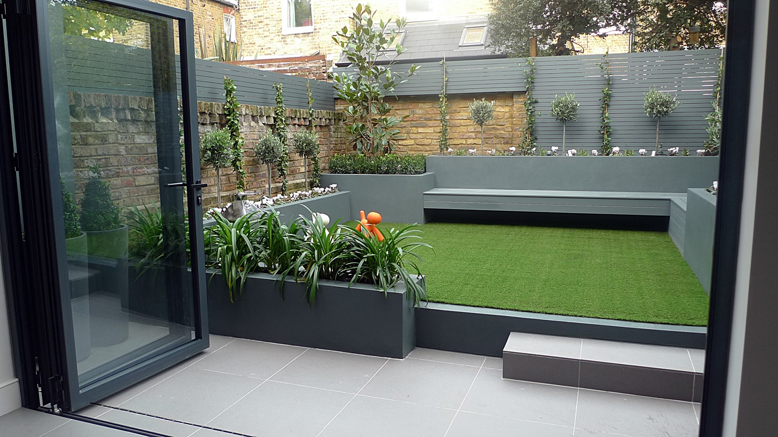London garden design garden design for Small low maintenance garden designs