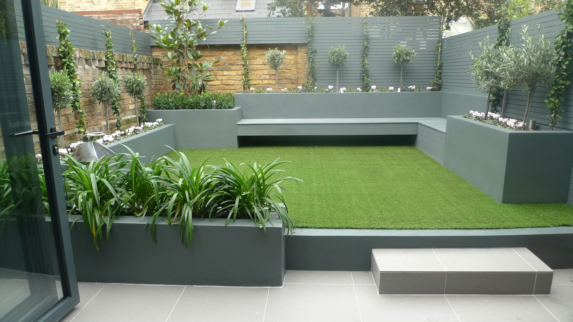 London garden design garden design for Modern low maintenance plants