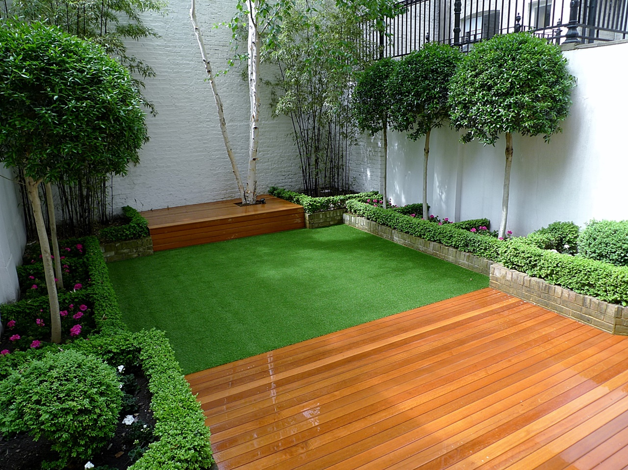 Screen london garden design part 2 for Modern garden decking designs