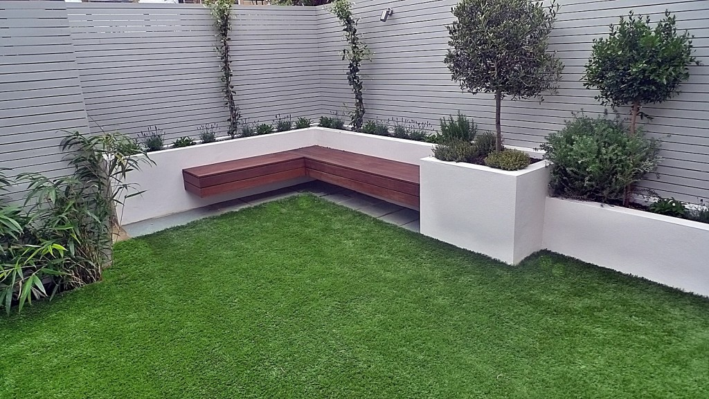 Painted fences easi grass lighting hardwood bench modern small garden design company London Chelsea Fulham Kensington