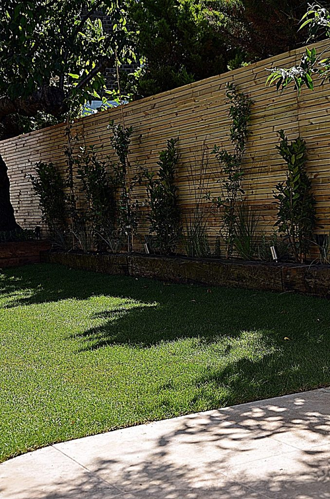 Path paving easi grass planting trellis fencing London Mayfair Chelsea Fulham Kensington