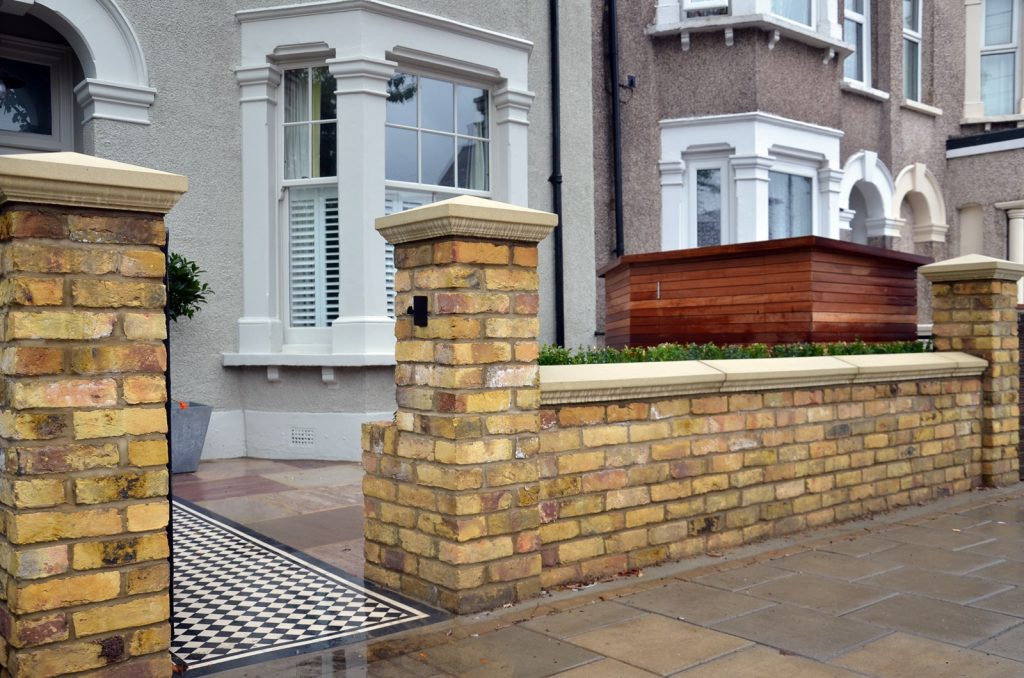 brick-garden-wall-imperial-yellow-stock-cap-coping-bespoke-storage-london-clapham-balham-wandsworth