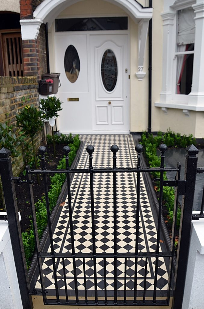 classic-victorian-black-and-white-mosaic-london