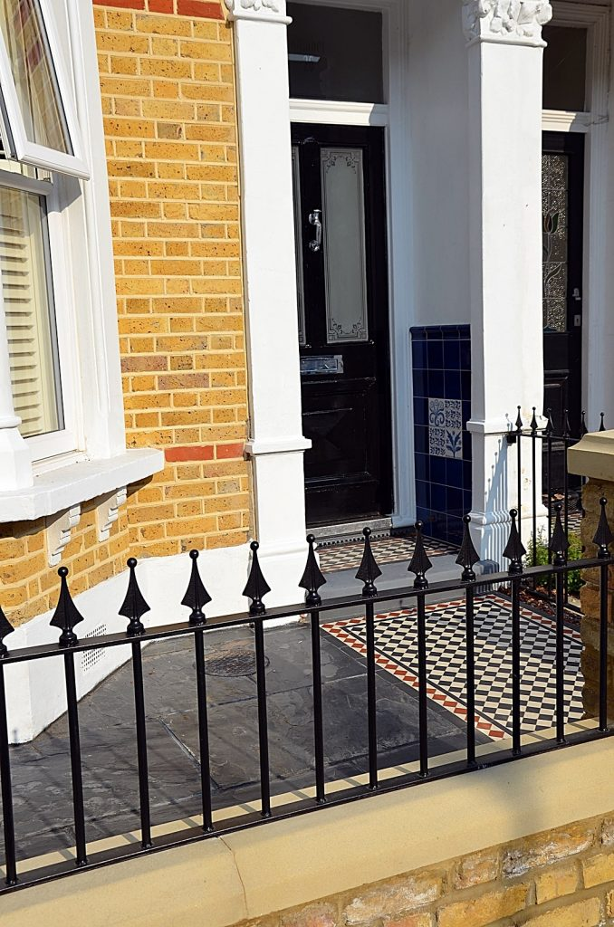 slate-paving-cap-coping-iron-rails-gate-grey-colour-scheme-london-fulham-chelsea-mayfair