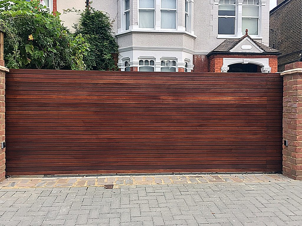 front-wood-gate-fencing-london-fulham-chelsea-mayfair