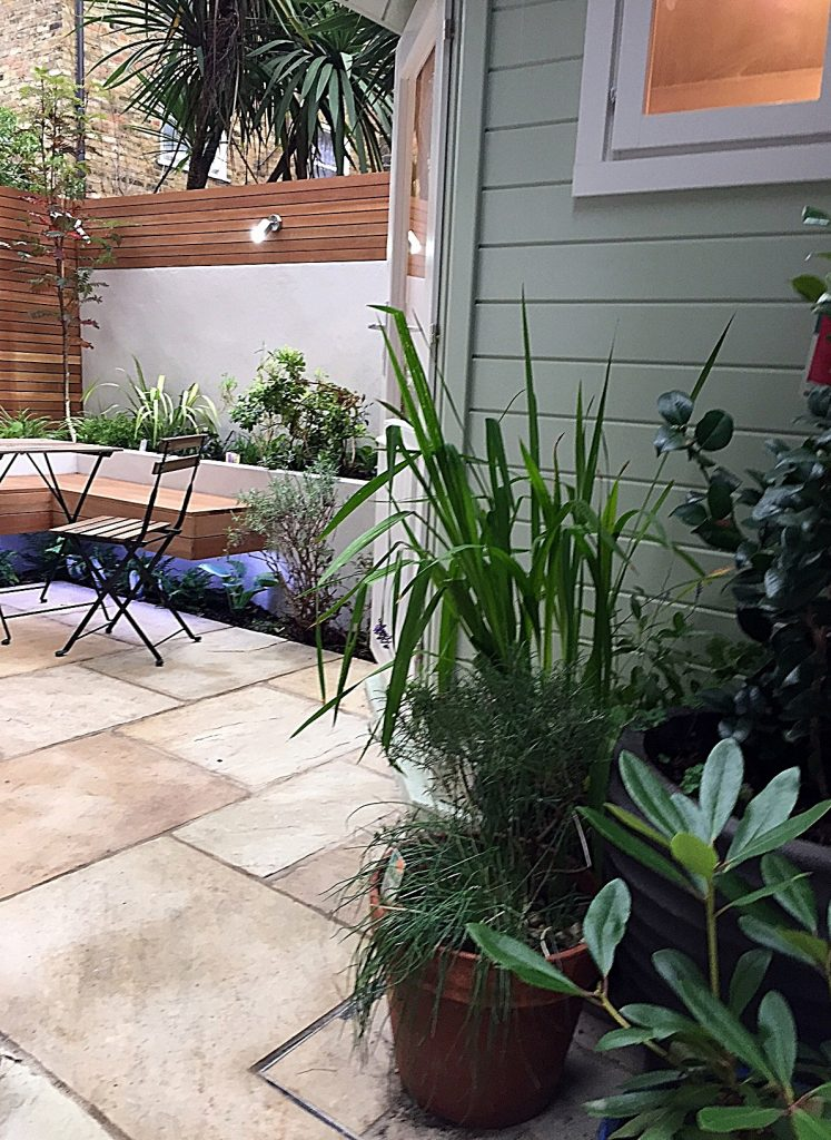small-privacy-screen-patio-lighting-path-paving-lighting-wimbledon-kingston-london