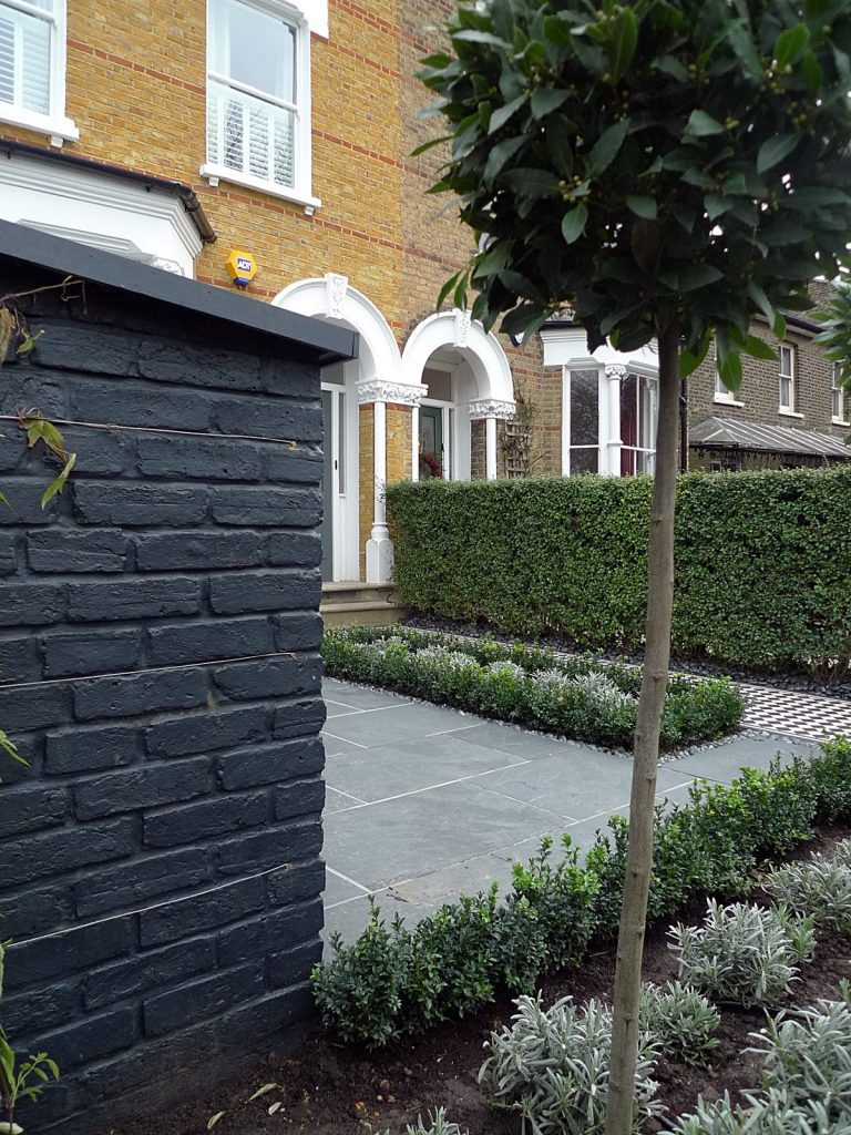 Raised london garden design for Victorian garden walls designs