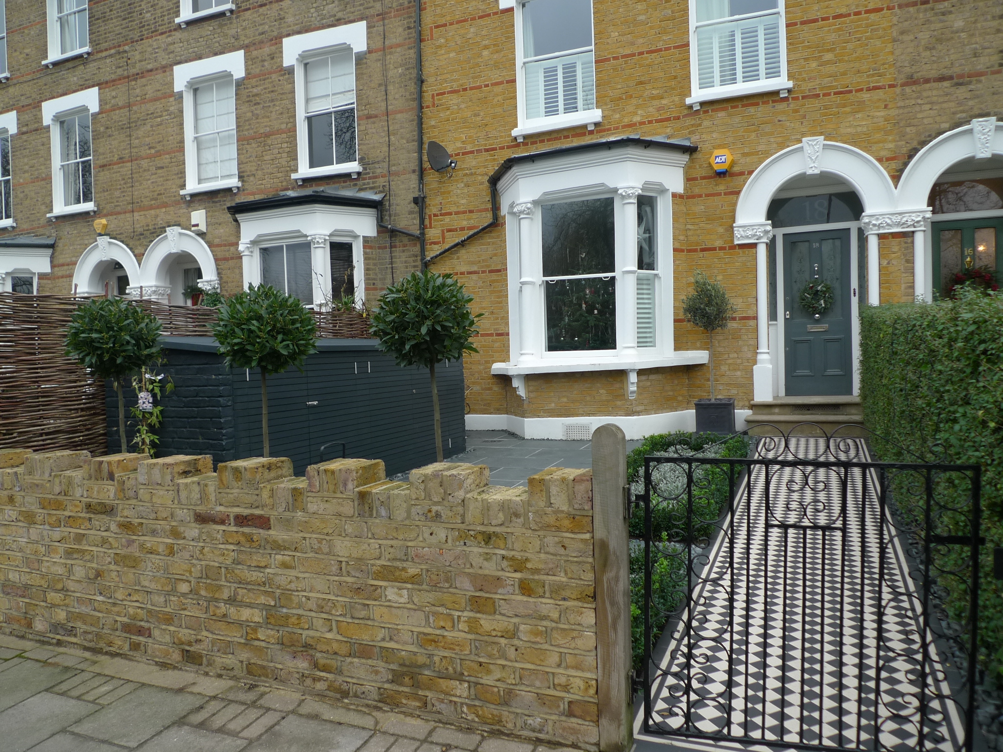 Garden london garden design for Victorian garden walls designs