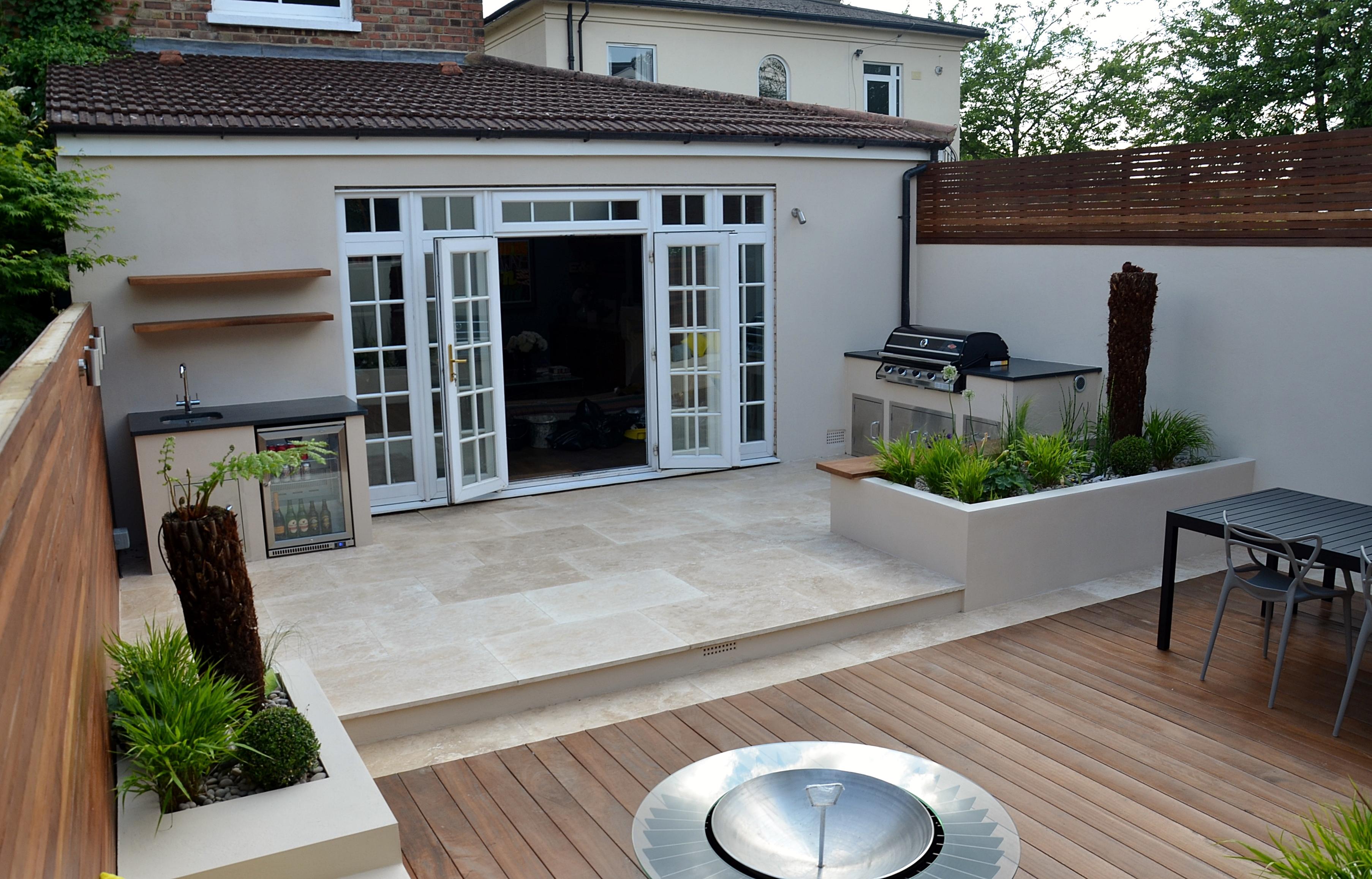 Modern garden design outdoor kitchen london designer cat for Garden room kitchen