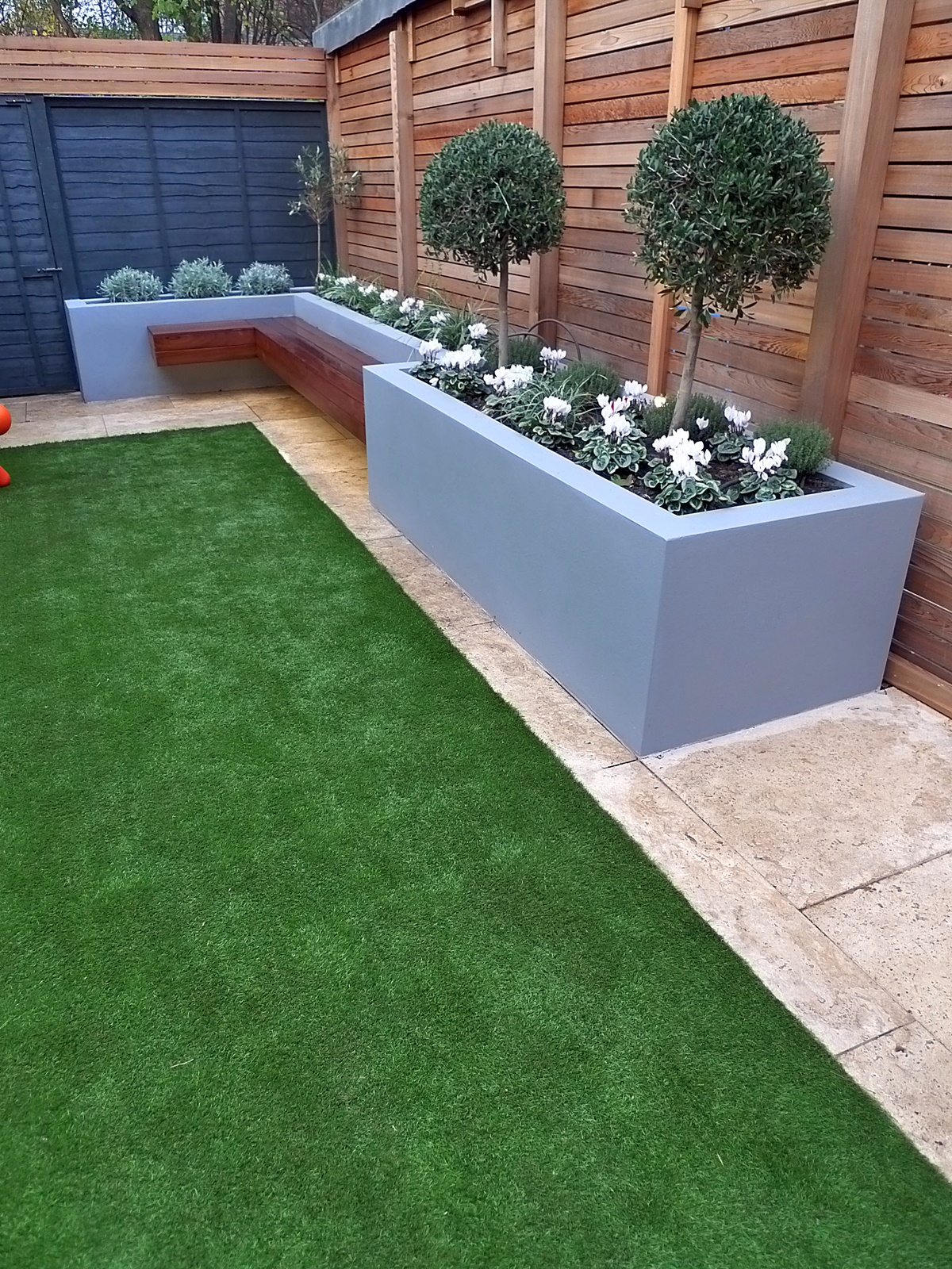modern garden design small london cedar screen grey raised ... on Turf Backyard Ideas id=51717