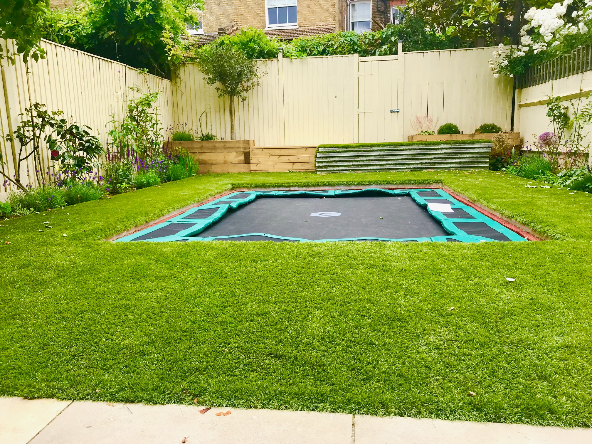 Sunken Trampoline With Walk On Aluminum Lid Cover